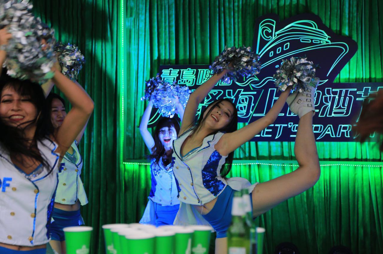 青啤:互联网+欢聚  2015年,青岛啤酒持续加强与消费者的沟通,紧扣消费