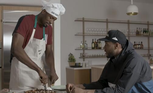 """伦纳德参加伊巴卡美食节目,享用""""不同寻常""""的晚餐 NBA新闻 第3张"""