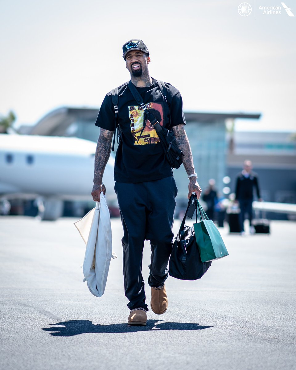 快船众将抵达湾区:哈勒尔身着黄色连帽衫出镜 NBA新闻 第5张