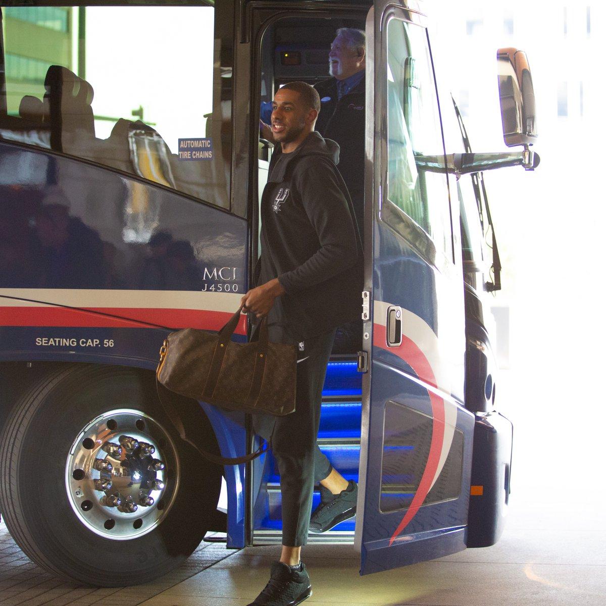 开启季后赛之旅!马刺众将抵达丹佛 NBA新闻 第3张