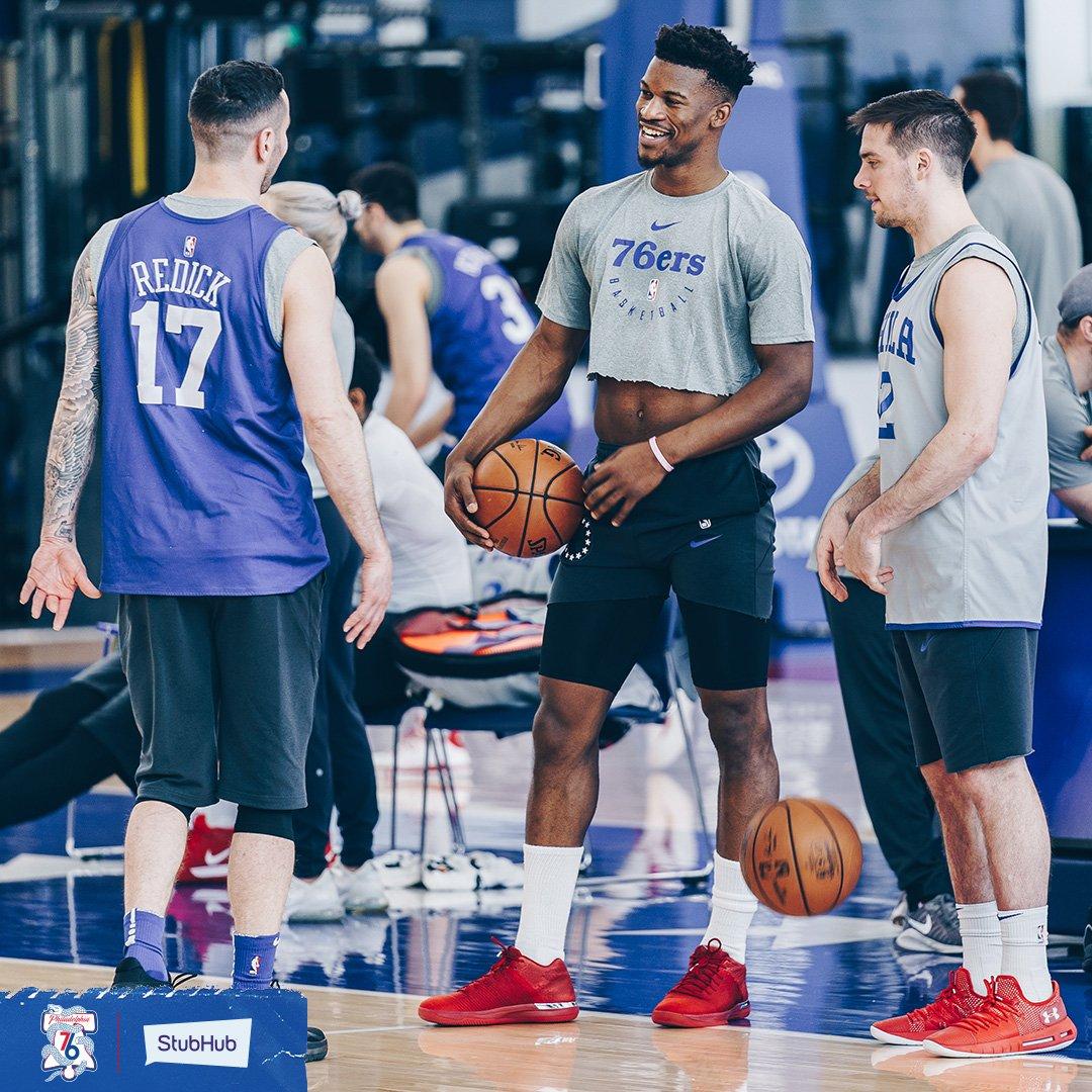 露脐装?吉米-巴特勒参与球队训练备战季后赛 NBA新闻 第2张