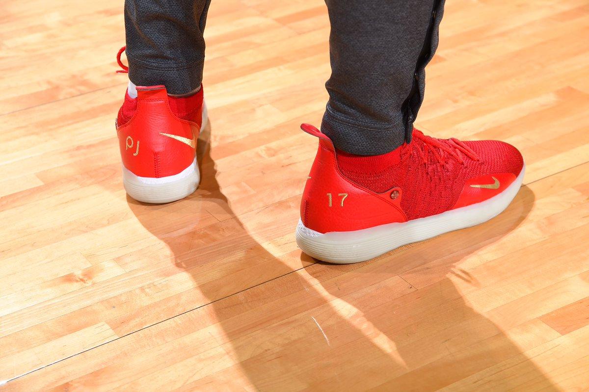 今日季后赛上脚球鞋一览:哈登上脚钢铁侠配色HardenVol.3 NBA新闻 第10张