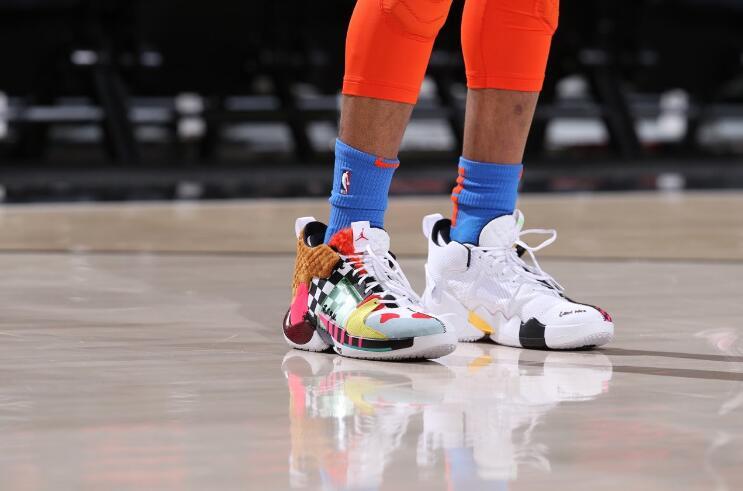 今日季后赛上脚球鞋一览:哈登上脚钢铁侠配色HardenVol.3 NBA新闻 第3张