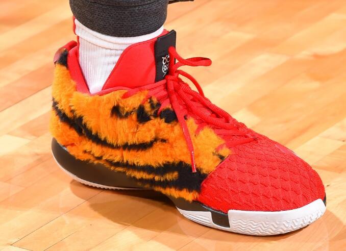 今日季后赛上脚球鞋一览:哈登上脚钢铁侠配色HardenVol.3 NBA新闻 第8张