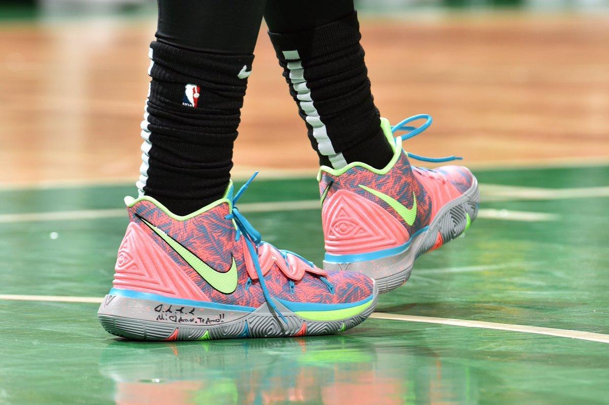 今日季后赛上脚球鞋一览:哈登上脚钢铁侠配色HardenVol.3 NBA新闻 第7张