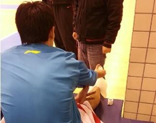 陈江华扭伤右脚,将缺席本轮比赛_虎扑CBA新声