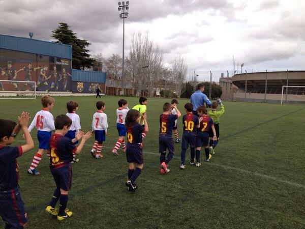 巴萨足球学校的小朋友今早参加了一场比赛