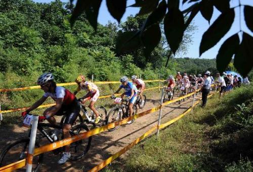 我县充分利用胡陈乡生态资源优势,积极打造集轮滑,攀岩,越野自行车,皮