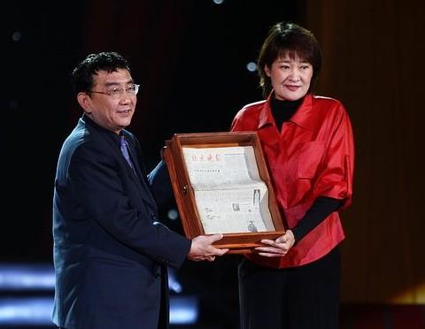 前女篮队长宋晓波出席青少年交流会_虎扑CBA
