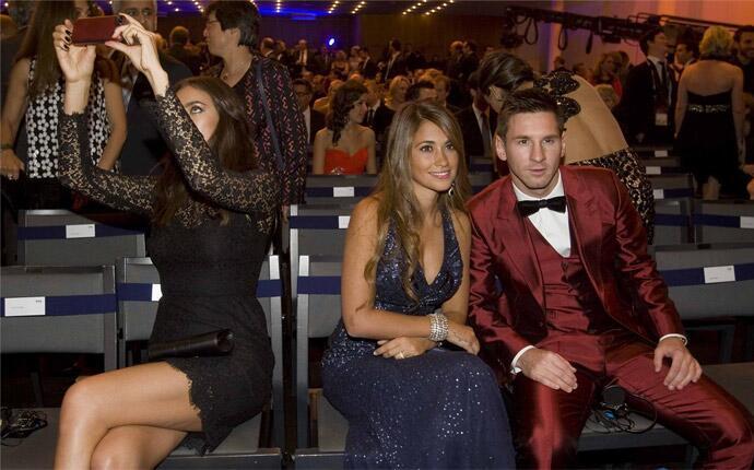 图片:梅西和女友安东内拉在金球