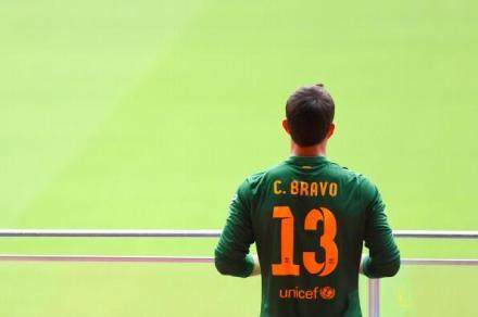 图片:巴萨新门将布拉沃昨天在诺.