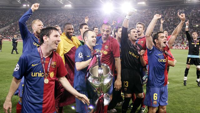 巴萨将在本周二迎来新一轮的欧冠小组赛,对手则是法甲豪强巴黎圣日耳曼。这一场比赛对于巴萨中场伊涅斯塔来说也是意义非凡,因为这将是他职业生涯的第100场欧冠。 细数小白这十余年的一线队生涯,这位西班牙中场在欧冠的经历也确实是非同凡响。自从在2002-2003赛季对阵布鲁日的比赛中完成首秀后,伊涅斯塔已经陆续参加过三次欧冠决赛,分别是2005-2006赛季,2008-2009赛季和2010-2011赛季,而红蓝军团也成功拿下了那三个赛季的欧冠冠军。值得一提的是,在小白完成百场欧冠后,他也将成为红蓝军团队内第四位