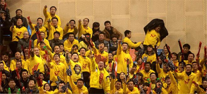 山西男篮结束了本赛季的征程后,回到山西举行了球迷见面会暨幸福篮球