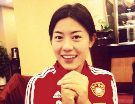 美女后卫李佳悦:我踢球不靠脸,偶像普约尔_虎