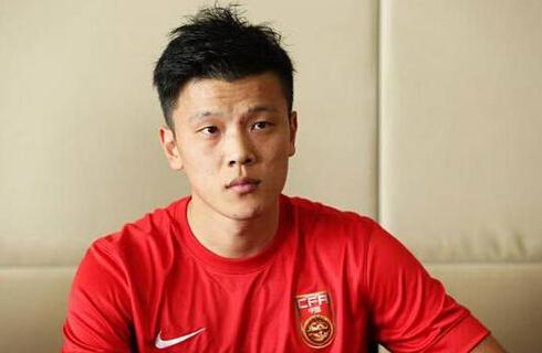 青岛科大足球队培养锻炼了多位出色的球员,除了邹正外,还有徐群,李明