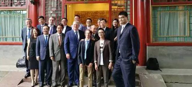 姚明与美国前副总统一道赴北大演讲