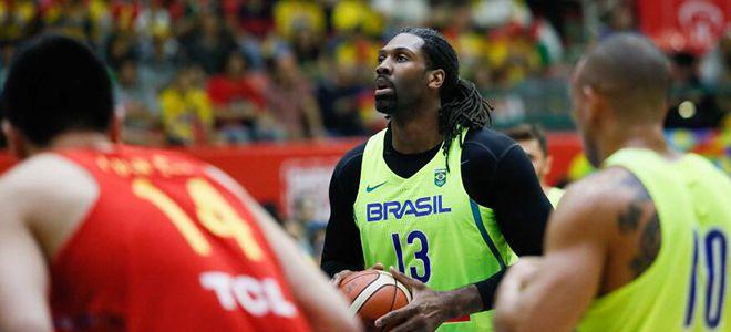 中国男篮热身赛39分惨负巴西队