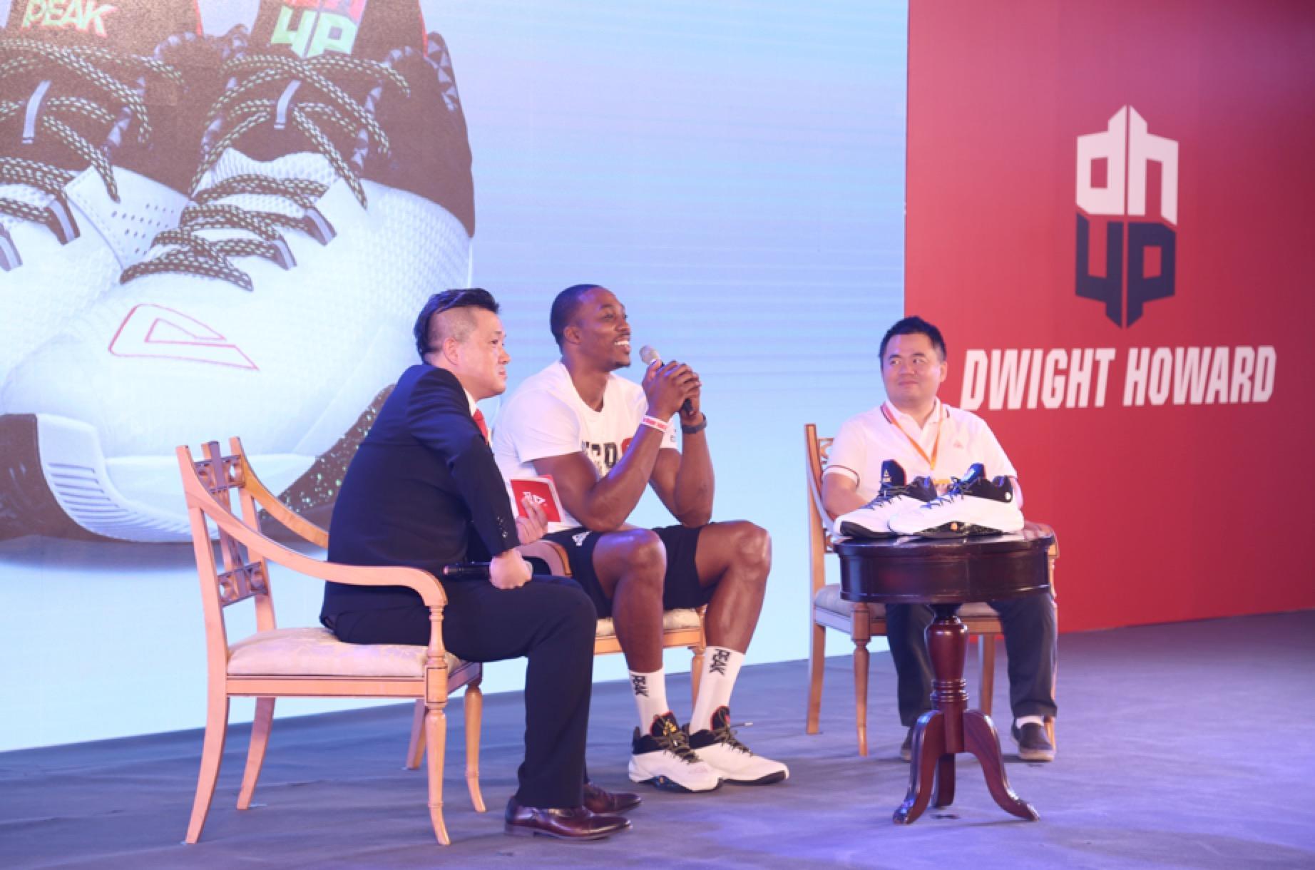 匹克球星霍华德中国行开启 二代战靴亮相
