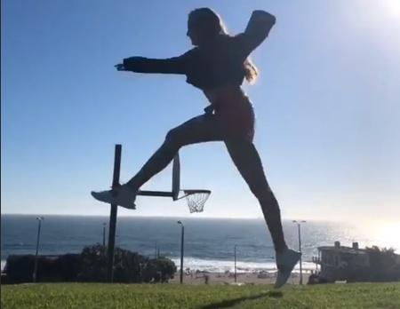 虎扑7月23日讯 雷霆前锋安德烈-罗伯森的女友,2k篮球游戏女主播瑞秋