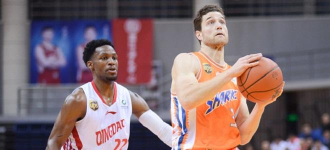 青岛数据:乔纳森-吉布森47分11篮板4助攻;达卡里-约翰逊20分12篮板