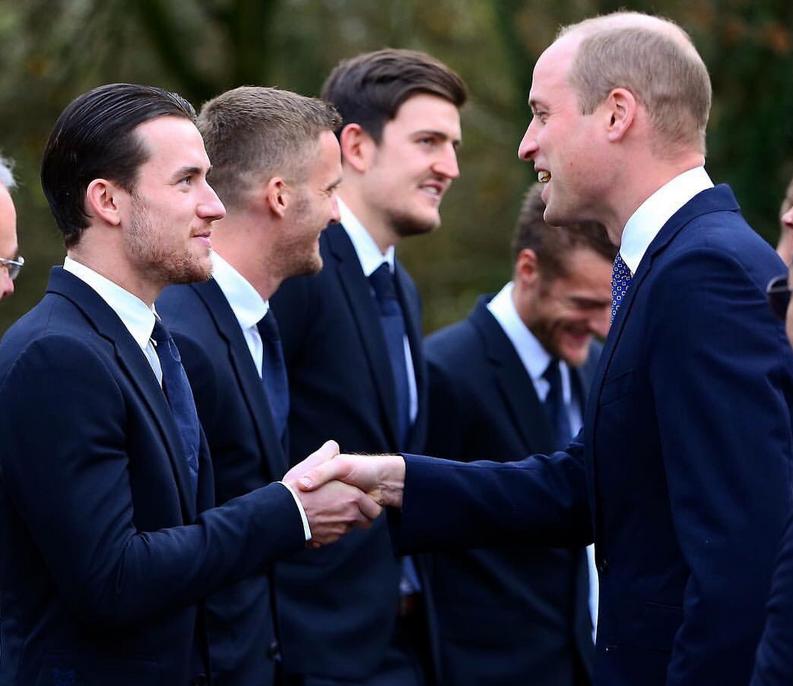 英国威廉王子夫妇拜访莱斯特城悼念维猜