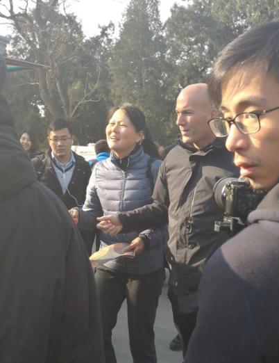 感受文化喜笑颜开?齐达内中国行游览天坛公园