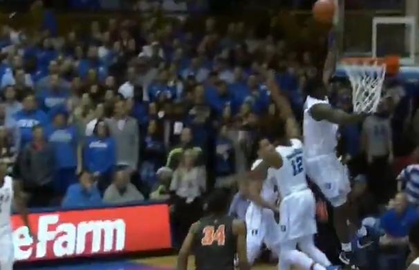 [虎][视频]弹跳惊人!蔡恩-威廉森盖帽对手头撞篮板