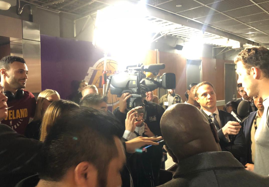 搞怪!小南斯赛前混入记者群采访沃顿