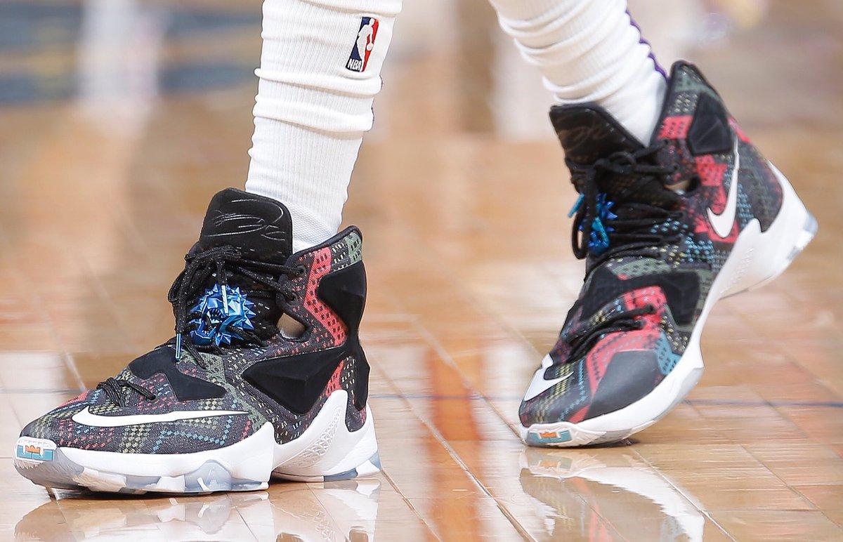 今日常规赛上脚球鞋一览:福克斯上脚黑人月配色LeBron13