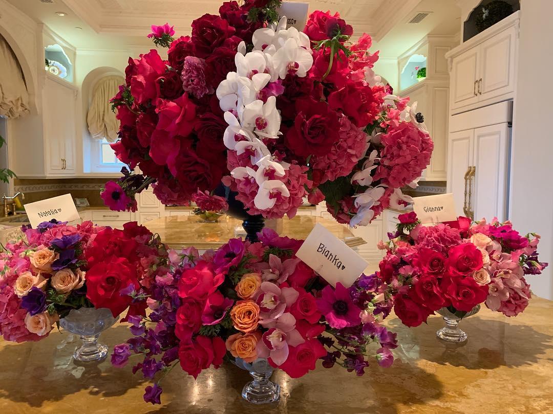 瓦妮莎晒科比送给自己以及女儿们的鲜花:情人节快乐