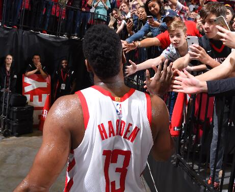 哈登生涯第18次50+,位列NBA历史第四