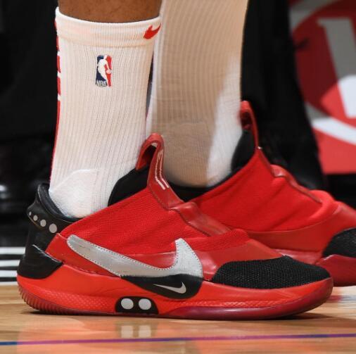 今日常规赛上脚球鞋一览:塔克上脚火箭配色AdaptBB