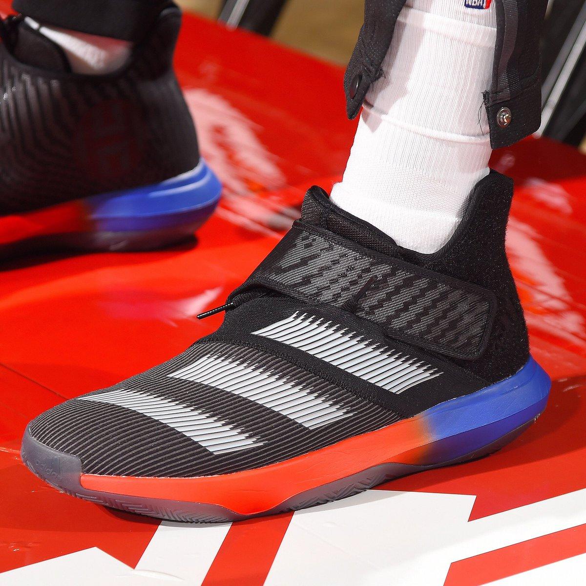 今日常规赛上脚球鞋一览:哈登上脚HardenB/E3