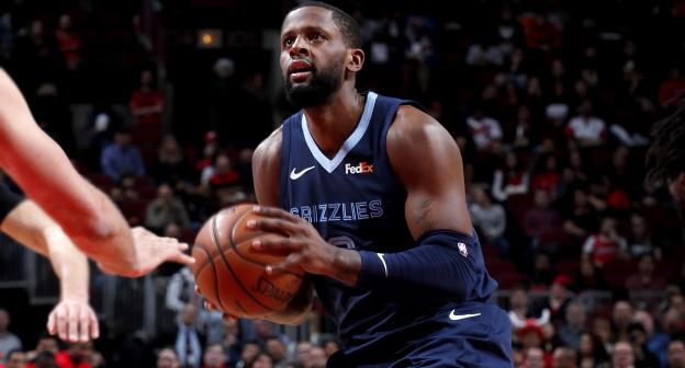 Woj:CJ-迈尔斯已选择执行下赛季球员选项 NBA新闻