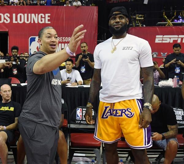 Woj:泰伦-卢是湖人主帅职位的领跑者 NBA新闻