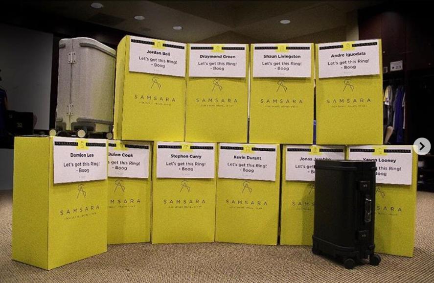 贴心!考辛斯赠送队友行李箱,开启季后赛之旅 NBA新闻