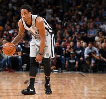 德罗赞抢下12篮板创个人季后赛生涯新纪录 NBA新闻