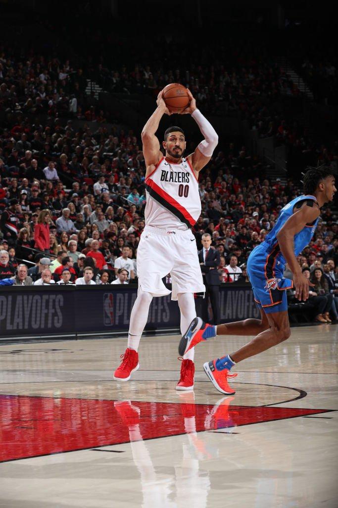 比肩诺西奥尼!坎特开拓者季后赛首秀得到20分18篮板 NBA新闻
