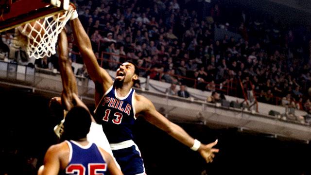 历史上的今天:张伯伦半场抢26篮板创季后赛半场篮板纪录