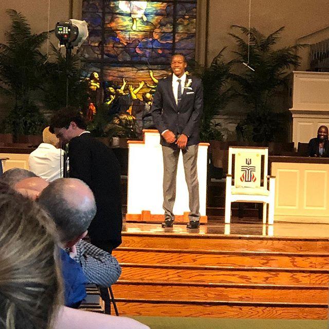 穆托姆博晒照祝贺儿子毕业:为我们的儿子感到骄傲