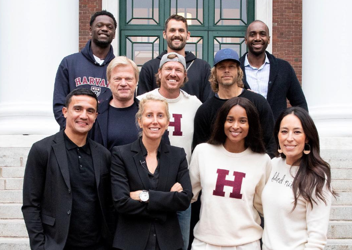 乐福晒照与众球星参加哈佛商学院课程:学习永不止步