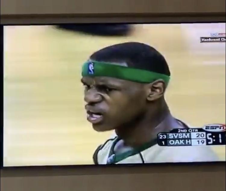 年轻的国王!詹姆斯回顾自己高中时期比赛录像