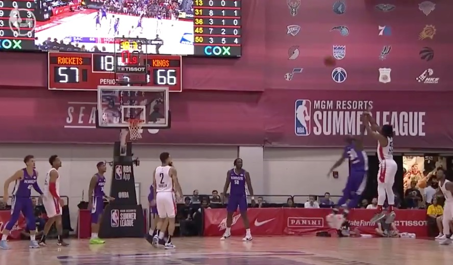 [虎][视频]大心脏!克莱蒙斯压哨出手,三分灯亮球进 NBA新闻