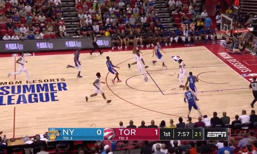 [视频]巴雷特持球推进,随后长传助飞诺克斯空接上篮
