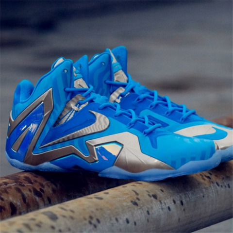 蓝色球鞋手绘