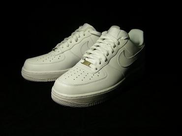 Nike Air Force 1 白色