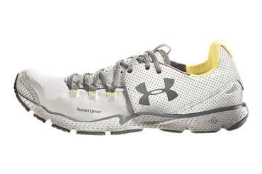 UA Charge RC 反光跑鞋