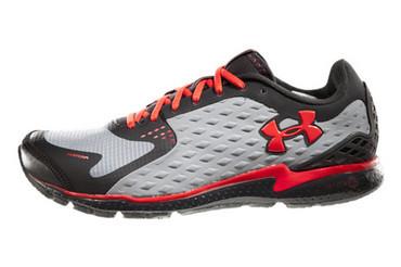 UA  UA 耐久风暴跑鞋