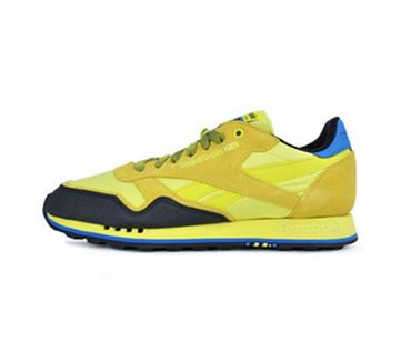 锐步经典跑步鞋