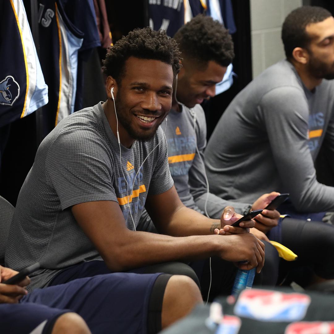 灰熊官方晒球员微笑的图集_虎扑NBA新闻